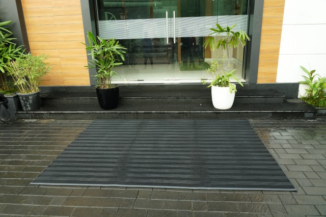 Giant Stripin Mat